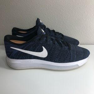 Nike Womens Lunarepic Low Flyknit Running Shoes